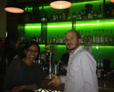 Liliana und Dieter an der Bar.