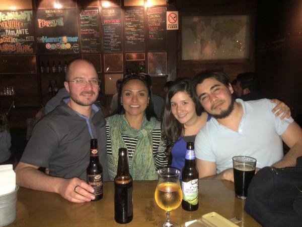Im Wendlandt Pub mit Armando und Marianggy.