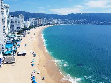 Blick vom Hotel auf den Strand.